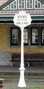 Bahnhofsschilder/15619/dieses-nostalgisch-anmutende-schild-habe-ich Dieses nostalgisch anmutende Schild habe ich am 12.04.09 an der Tramstation in De Haan entdeckt. Daß man im tiefsten Flandern ein Schild in französischer Sprache findet, ist auch etwas aussergewöhnlich. (Jeanny)