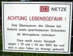 Verbotsschilder/52890/eigentlich-ist-es-so-selbstverstaendlich-aber Eigentlich ist es so selbstverständlich, aber an vielen Bahnübergängen halten selbst diese Schilder niemanden auf. Bonn, Juli 2009