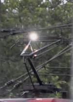 Oberleitungen/87634/den-richtigen-moment-erwischt-ein-lichtbogen Den richtigen Moment erwischt. Ein Lichtbogen an einem Stromabnehmer einer 182 im Albanstieg bei Ulm, am 12. 08. 2010.
