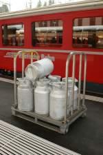 sonstiges/13453/was-im-westen-der-schweiz-fast Was im Westen der Schweiz fast nur noch bei Museumsbahnen zu sehen ist, gehört im Osten der Schweiz noch zum Alltag: Milchkannentransort bei der RhB. 2. März 2009