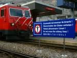 Verbots-und Warnschilder/3430/auf-romanisch-deutsch-italienisch-englisch-und Auf romanisch, deutsch, italienisch, englisch und japanisch (aber nicht auf französisch) steht eindeutig, was zu unterlassen ist.  Ich glaube, es gibt in der Schweiz kein einzige solches Verbotsschild, das allen vier Landessprachen das Überschreiten der Geleise verbietet.  Andermatt, im Oktober 2008