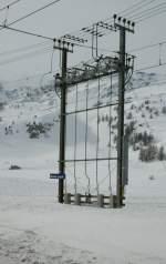 Signale und Sicherheitstechnik/12040/ein-ganzer-schaltposten-bzw-was-davon Ein ganzer Schaltposten bzw. was davon aus dem hohen Schnee noch herausragt in Bernina Lagalb am 2. März 2009